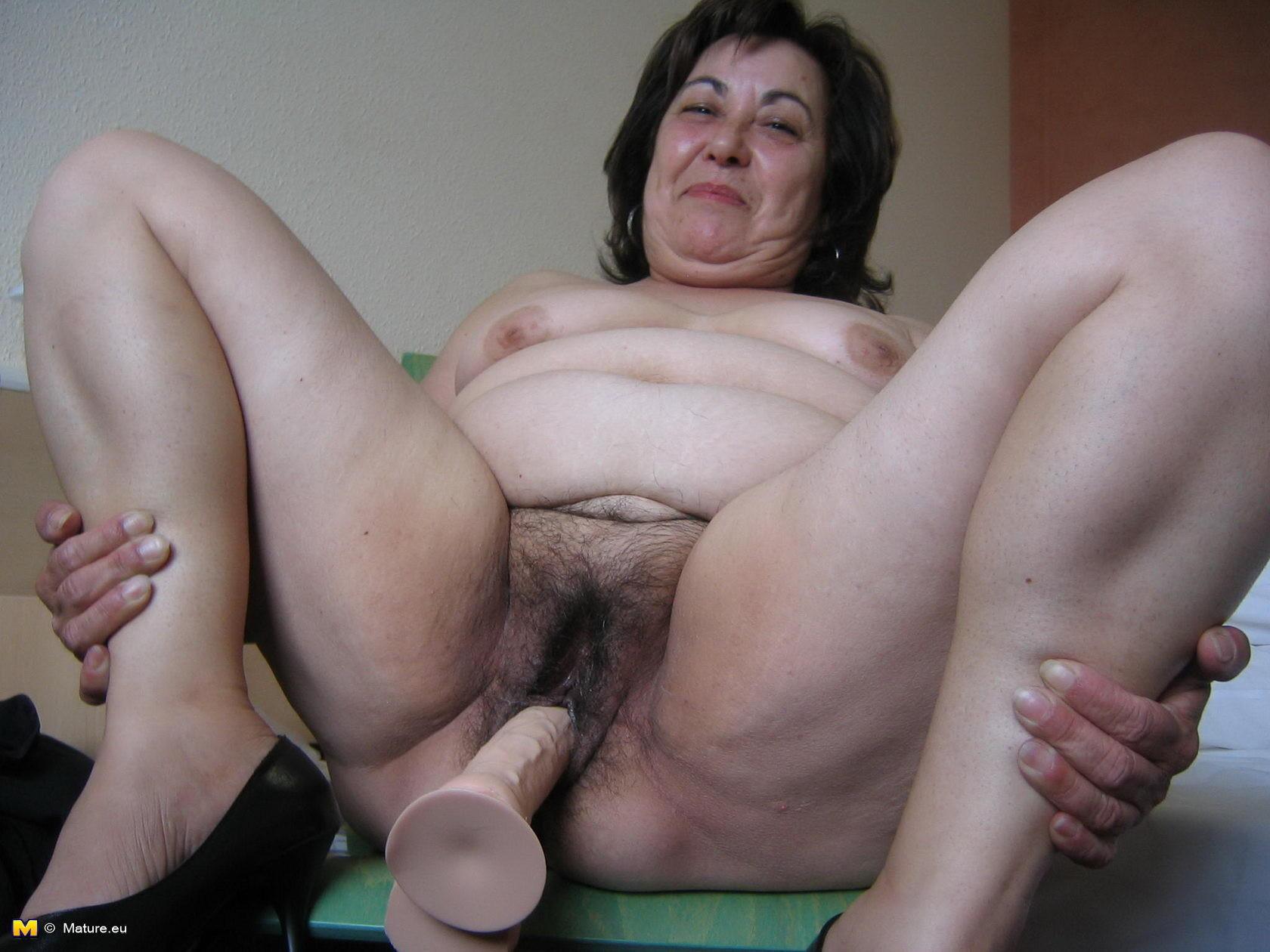 Ah tenes a mi abuela, desnuda por completo - Abuelas