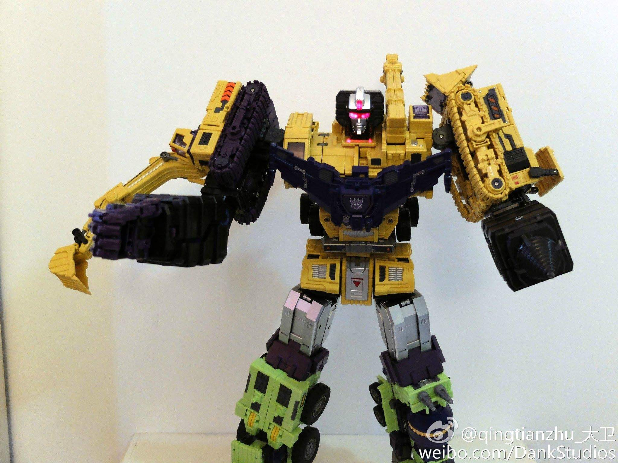 [Toyworld] Produit Tiers - Jouet TW-C Constructor aka Devastator/Dévastateur (Version vert G1 et jaune G2) - Page 8 WeZRsX6V