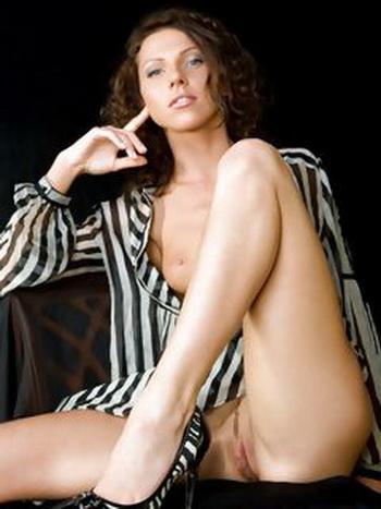 Grouppovoukha; un JEUNE VIDÉO MOBILE SEXUEL (le clitoris, fort de poitrine, nudiste, la femme, minuscule)