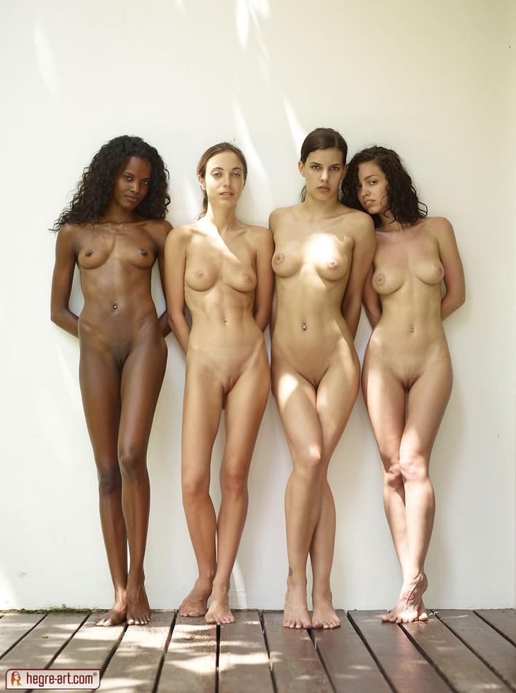 Chicas desnudas en grupo - Megapost