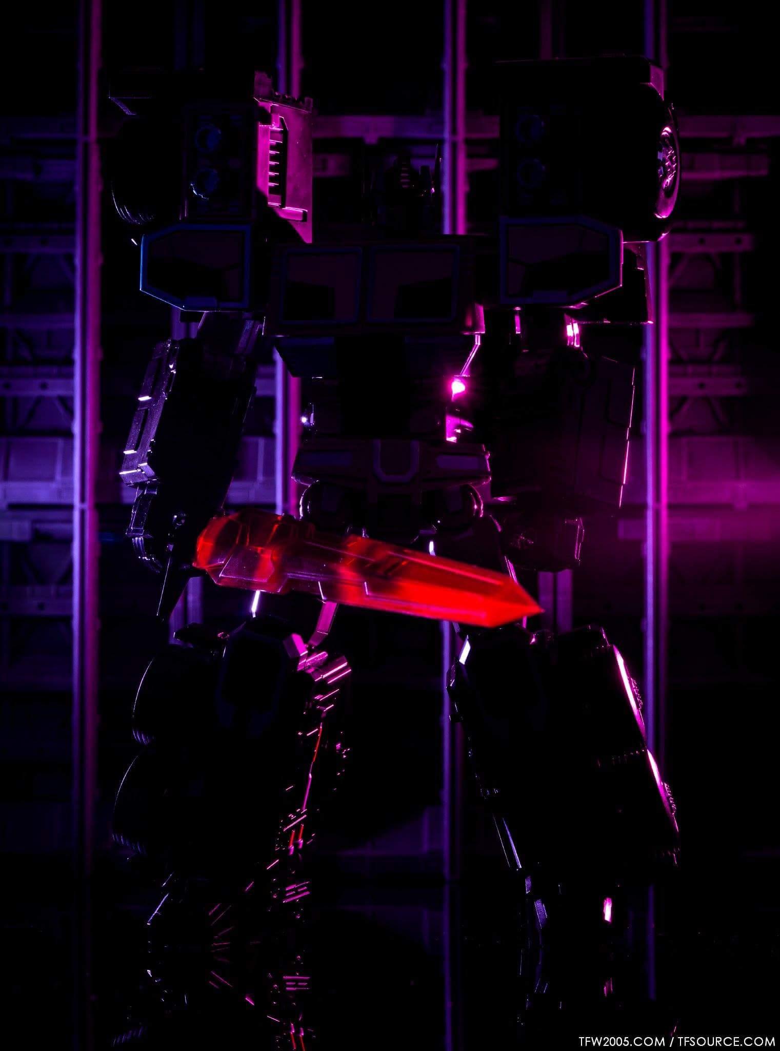 [FansHobby] Produit Tiers - Master Builder MB-01 Archenemy (aka Scourge RID 2000),  MB-04 Gunfighter II (aka Laser Optimus G2) et MB-09 Trailer (remorque) ScpdcD40