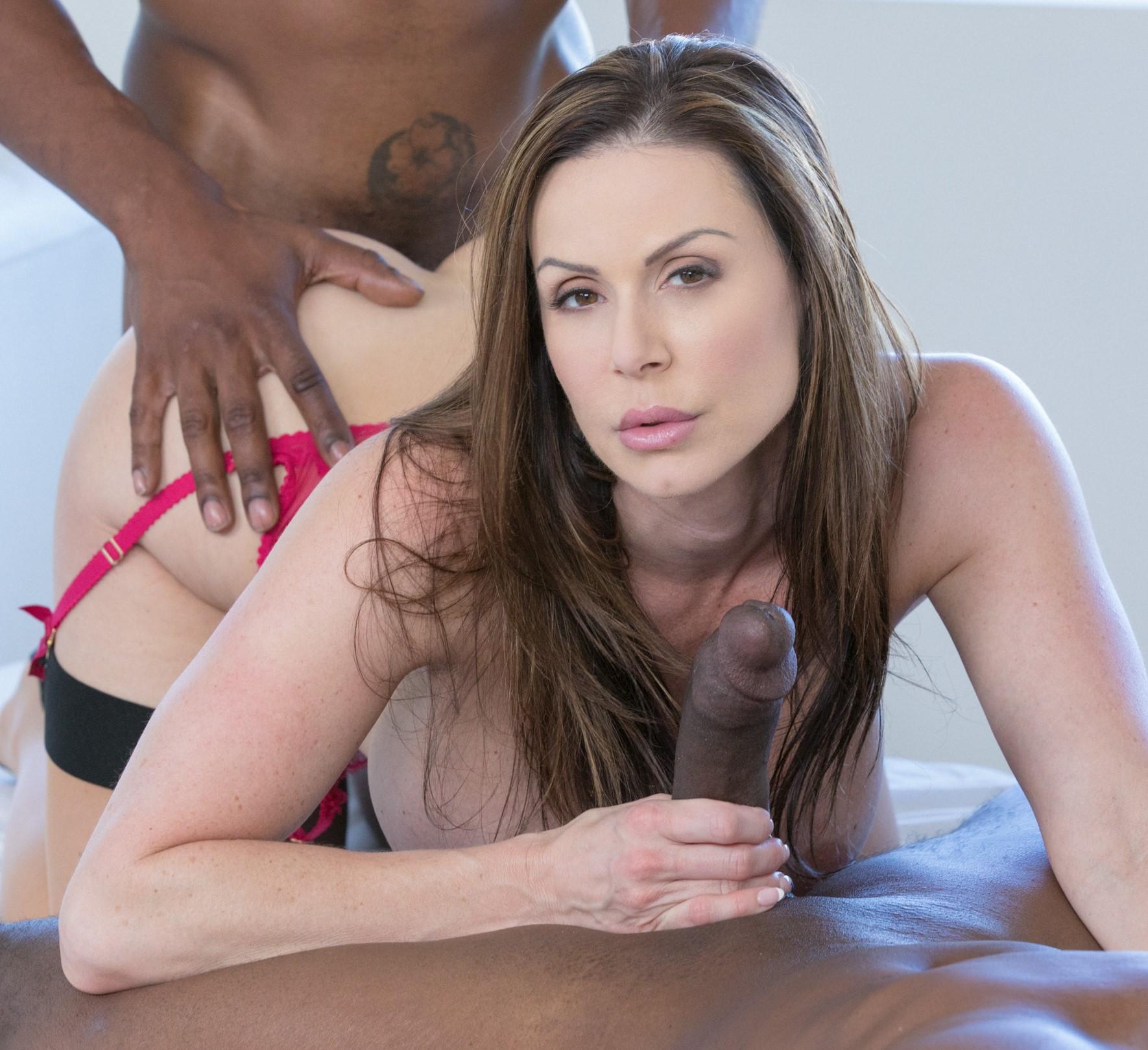 Kendra Lust y dos vergas negras para ella