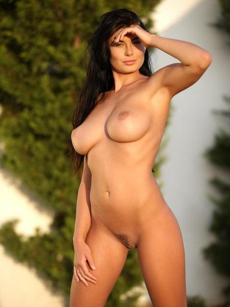 Фото голых женщин с большими буферами