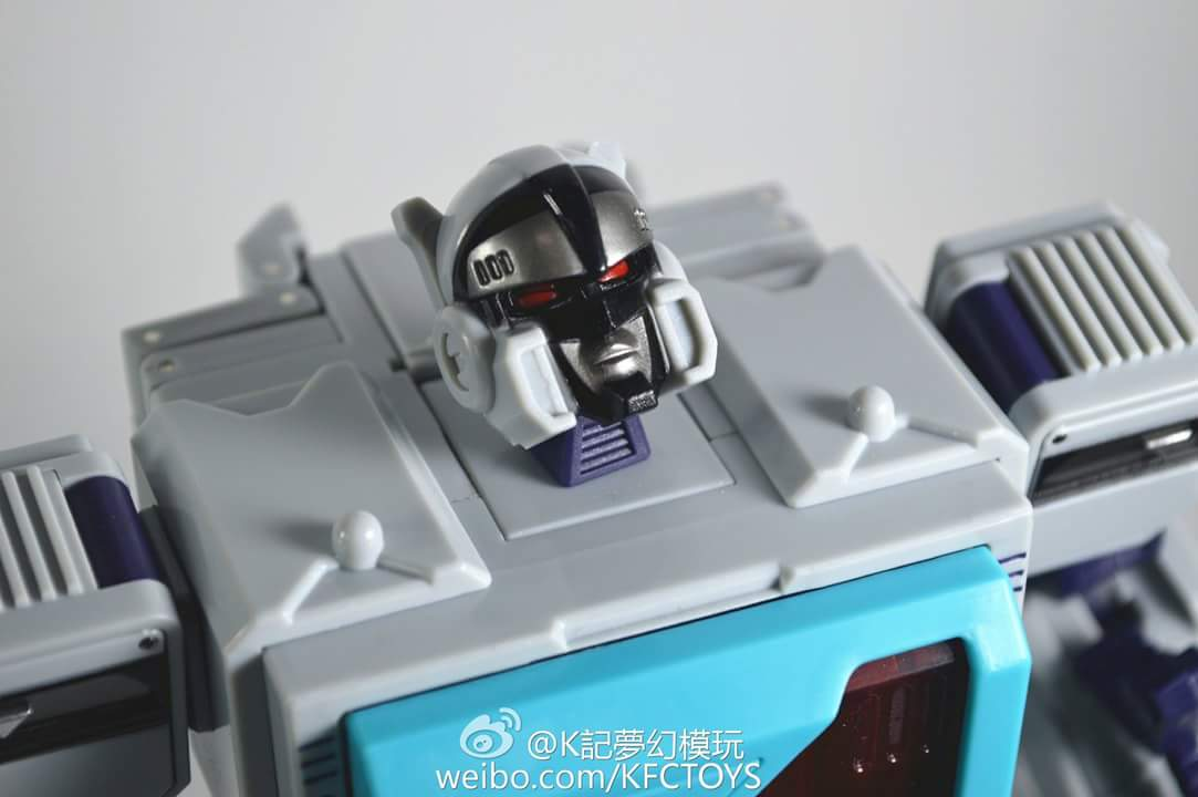 [KFC Toys] Produit Tiers - Jouet Transistor (aka Blaster/Tempo) + DoubleDeck (Twincast) + Fader (aka Eject/Éjecteur) + Rover (aka Autoscout) - Page 2 LLMumecy