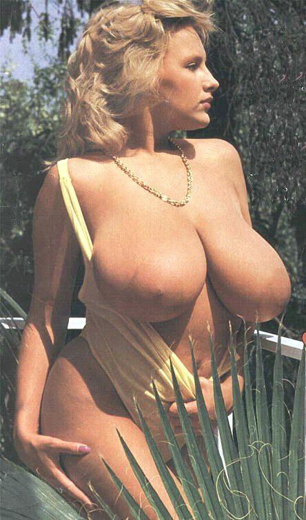 Big boobs tetona is fucked by young boy