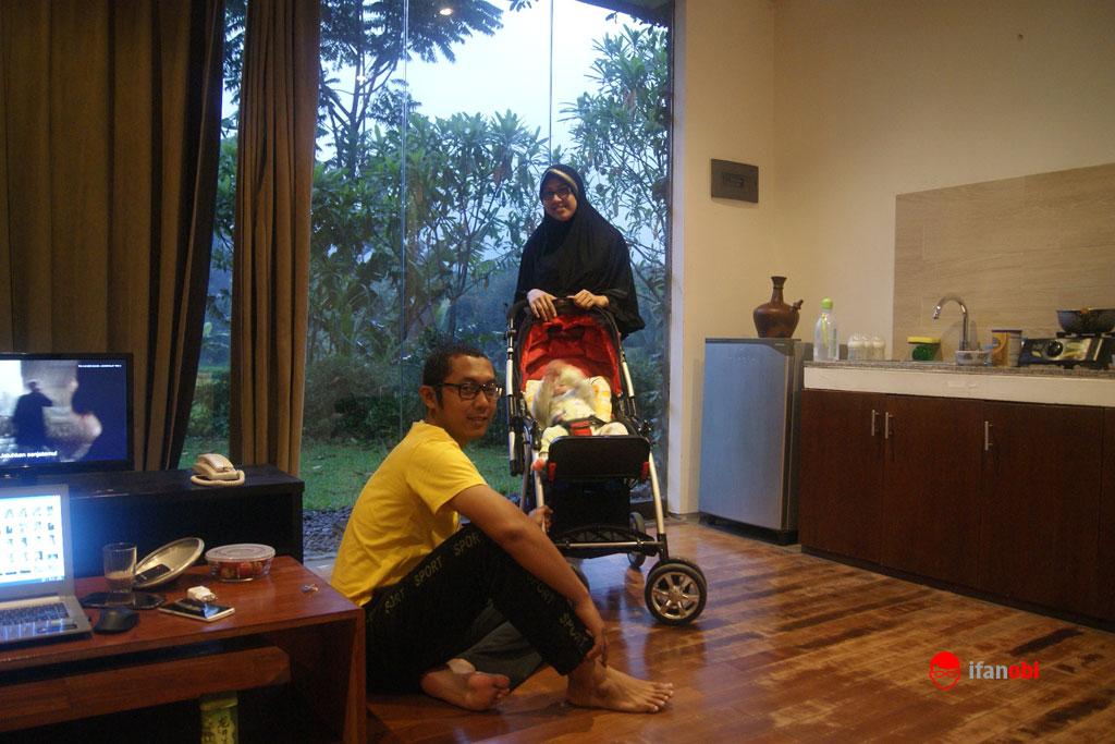santai bersama keluarga di Tea Garden resort