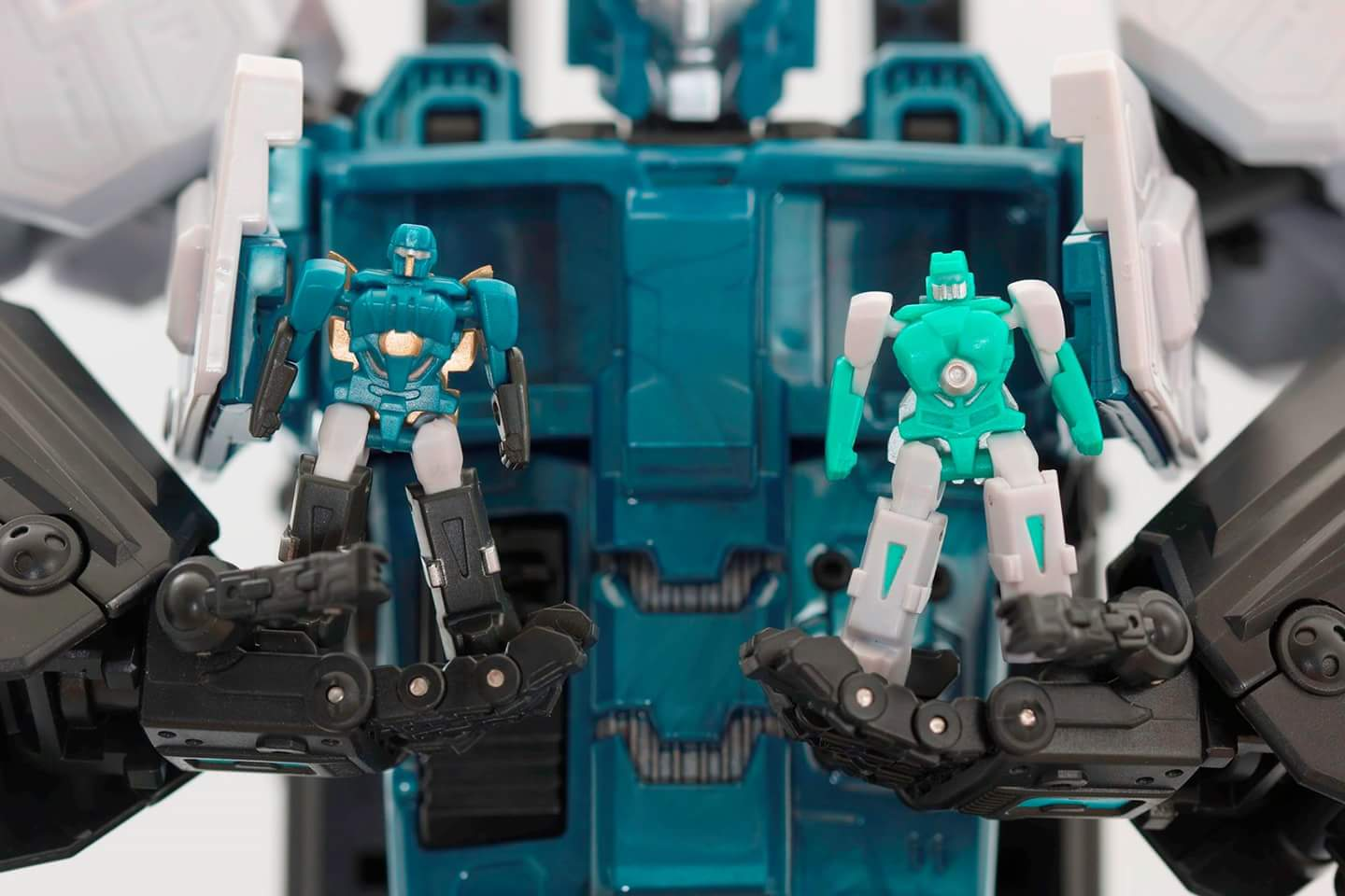 [Mastermind Creations] Produit Tiers - R-17 Carnifex - aka Overlord (TF Masterforce) - Page 3 ASA5kSMh
