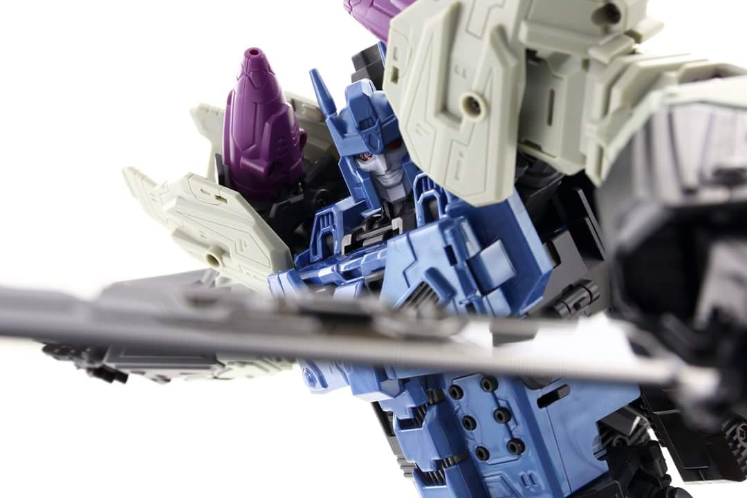 [Mastermind Creations] Produit Tiers - R-17 Carnifex - aka Overlord (TF Masterforce) - Page 3 VnghSzUq