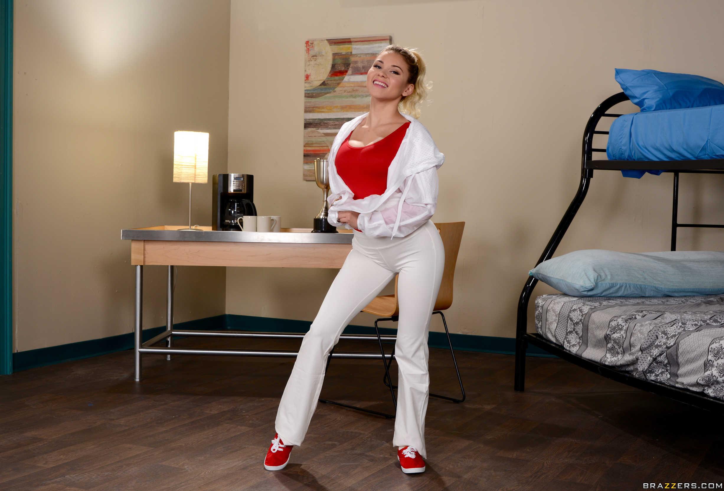 Marsha May muestra su golosa conchita