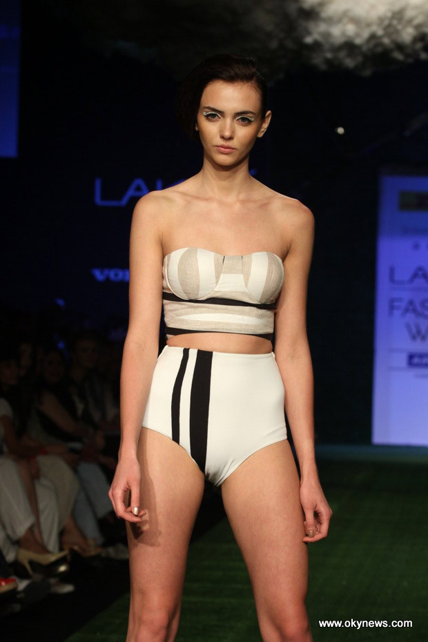 Celebs Hot at Lakme Fashion Week Photos Adq2M0VR