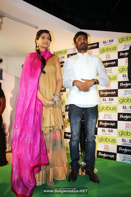 Sonam Kapoor and Dhanush at 'Campus Blues' Denim Fest Acyr7Hre