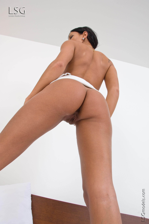 Ashley Bulgari muestra su conchita increible
