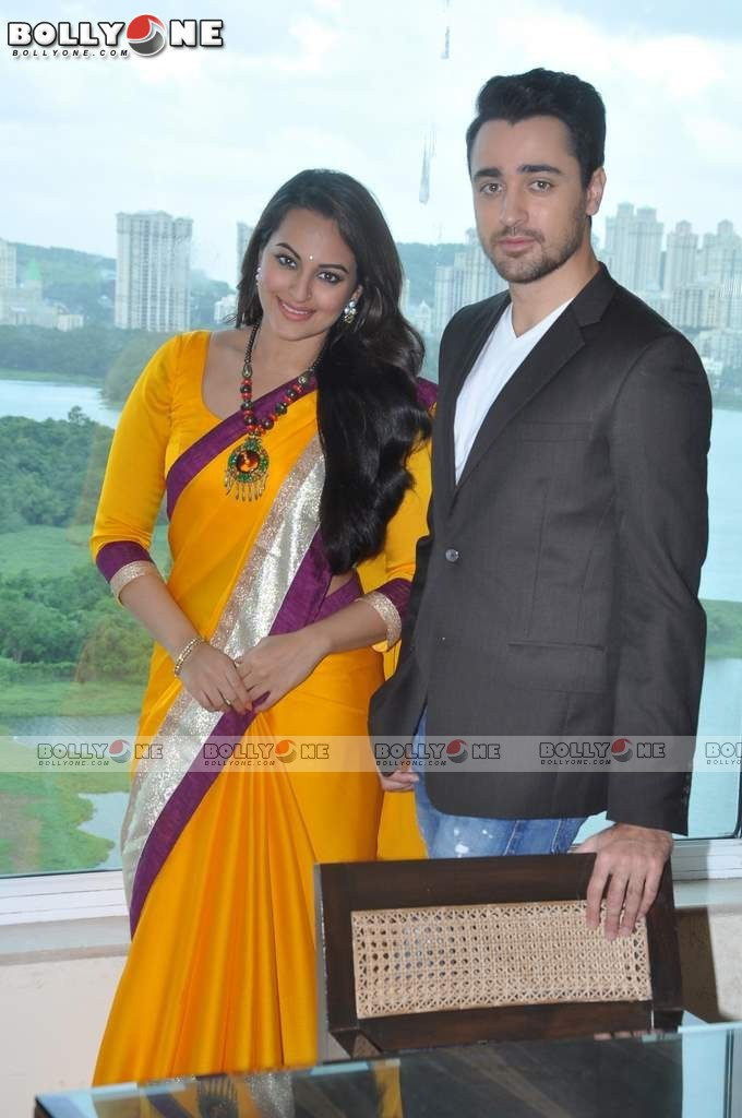 Sonakshi and Imran on the sets of CID to Promote 'Once Upon a Time in Mumbaai Dobara' 12 images.txt AcygzZHo