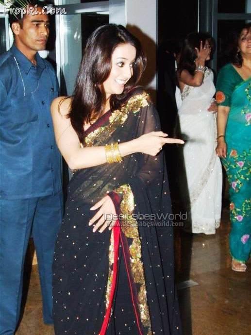 Riya and Raima Sen Looking Hot in saree AbzyBnY7