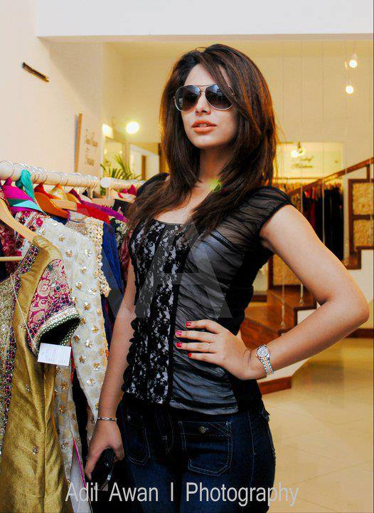 Ayyan - top model of Pakistan - Page 2 AdjCAPZK