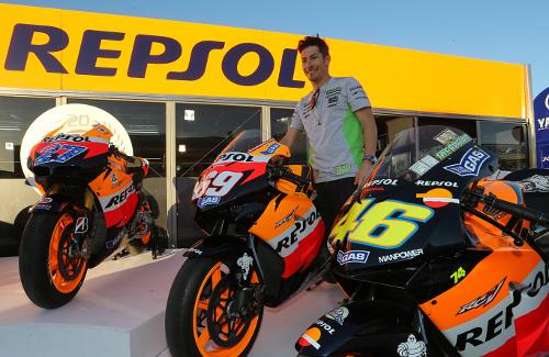 Adiós a Nicky Hayden, campeón de MotoGP 2006 ELUMYwmI