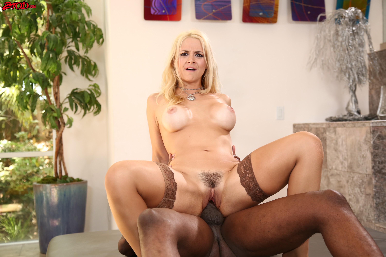 Sarah Vandella-una verga dura por la conchita (interracial)