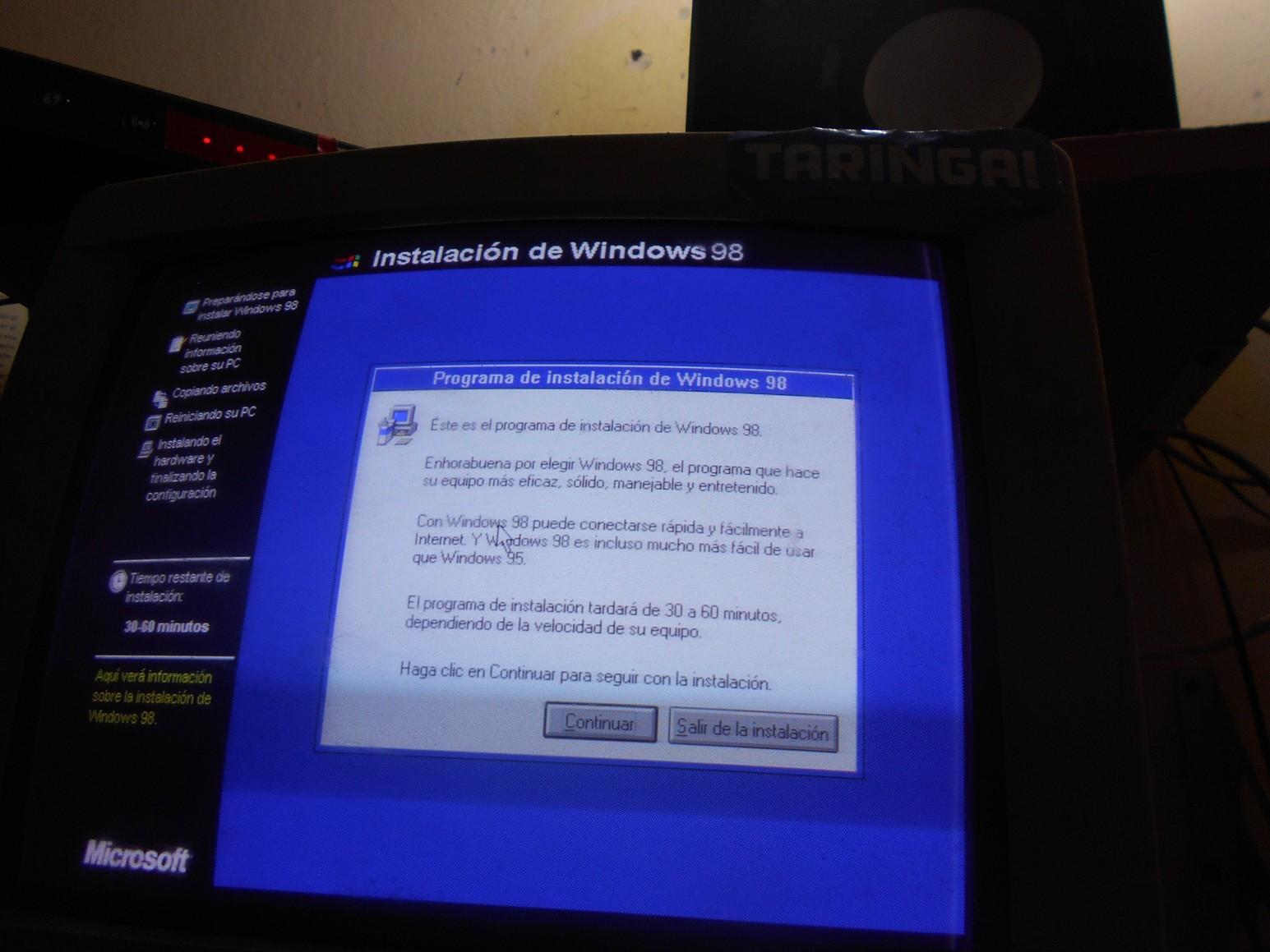 Retorno a los '90: Instalación física de Windows 98 en 2017