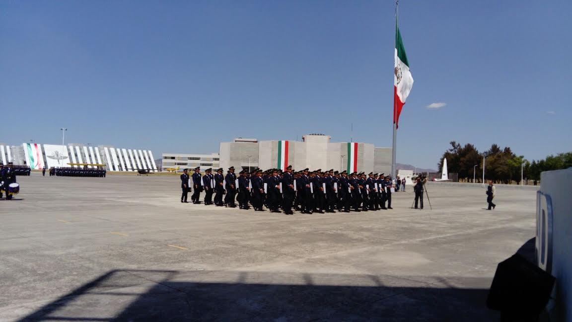 Ceremonia de graduación de la Escuela Militar de  Mantenimiento