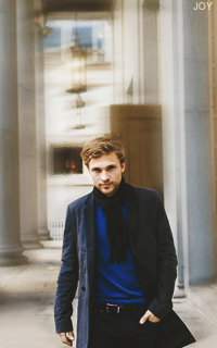 William Moseley FNOS0dfY