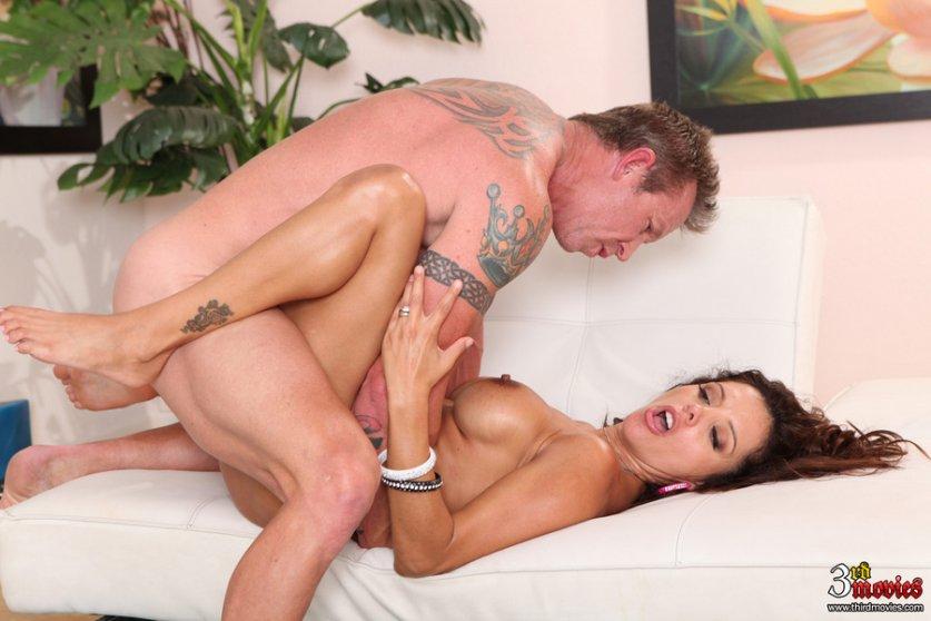 Castigada con sexo anal en su primer da de trabajo