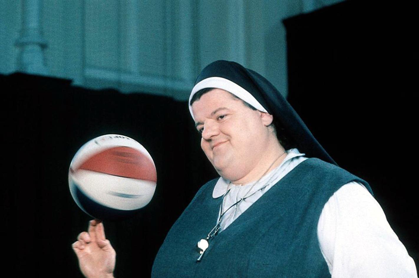 Смотреть монашка на улице 9 фотография