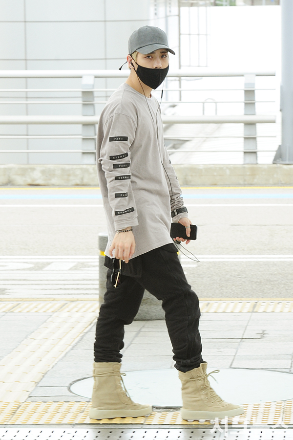 [IMG/160715] Jonghyun, Key @ Aeropuerto Incheon hacia Japón. FxquK7bM