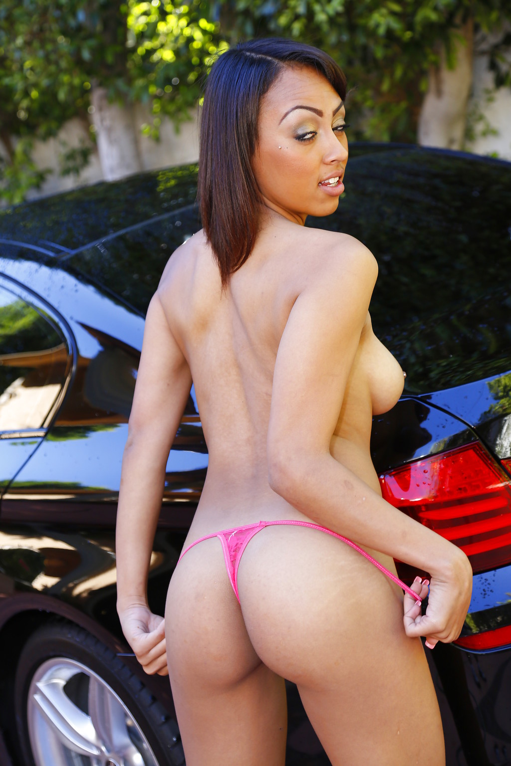 Cherry Hilson - lavar el coche y mostrar la conchita