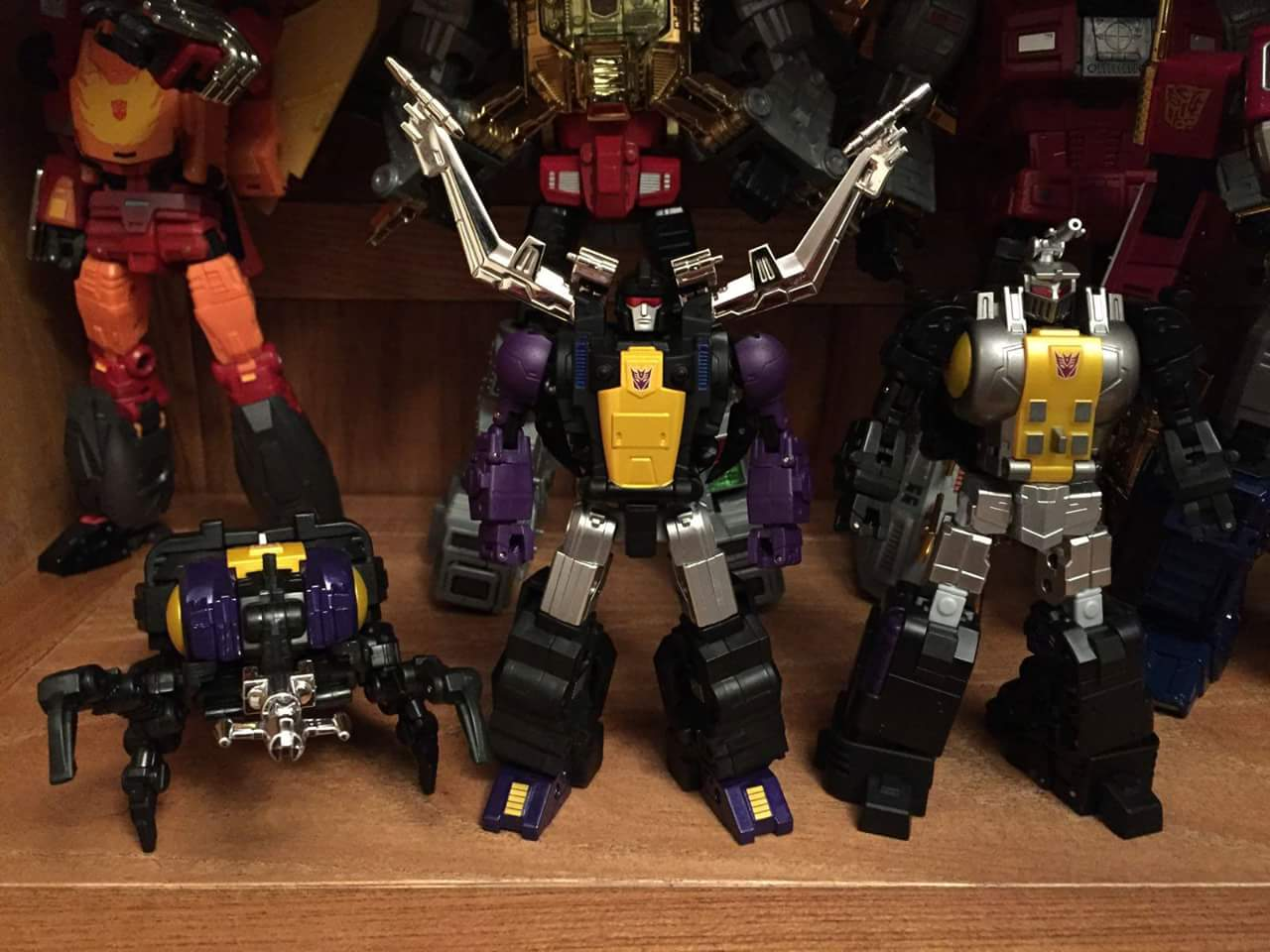 [Fanstoys] Produit Tiers - Jouet FT-12 Grenadier / FT-13 Mercenary / FT-14 Forager - aka Insecticons - Page 3 UXwTgQfk
