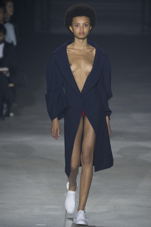 Poppy okotcha page 4 the fashion spot for Porte a porte clothing