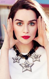 Emilia Clarke PKtmwzW2