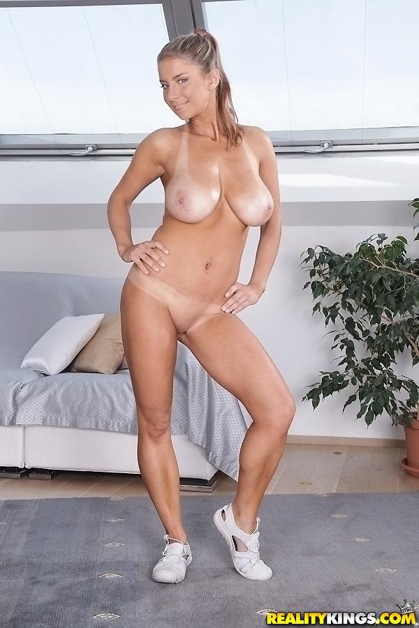 Katerina Hartlova muestra su goloa conchita en el gym