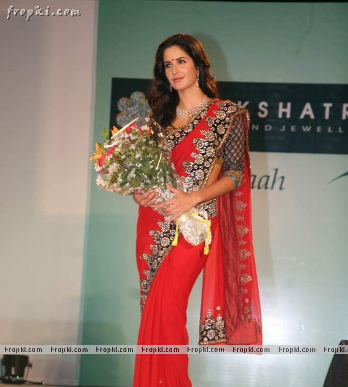 Katrina Kaif sizzling photos in red Saree AdrUlZSI