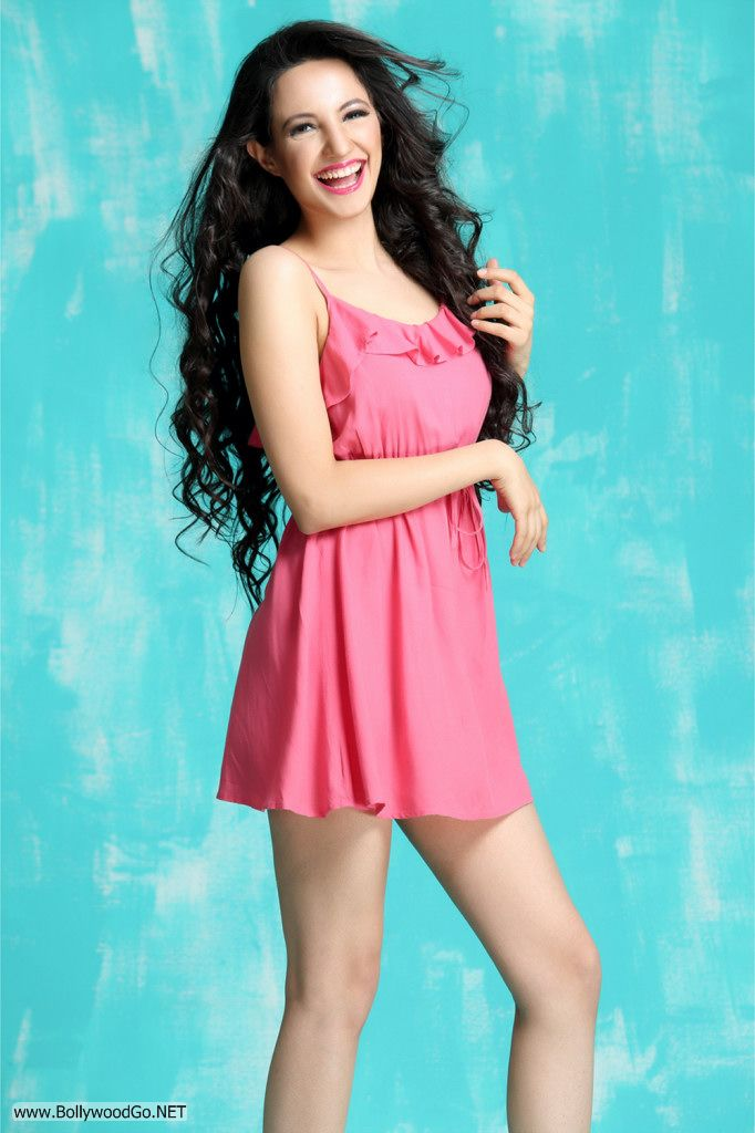 Actress and Model Lekhika Sizzles in Portfolio Photoshoot AcuGIMkv