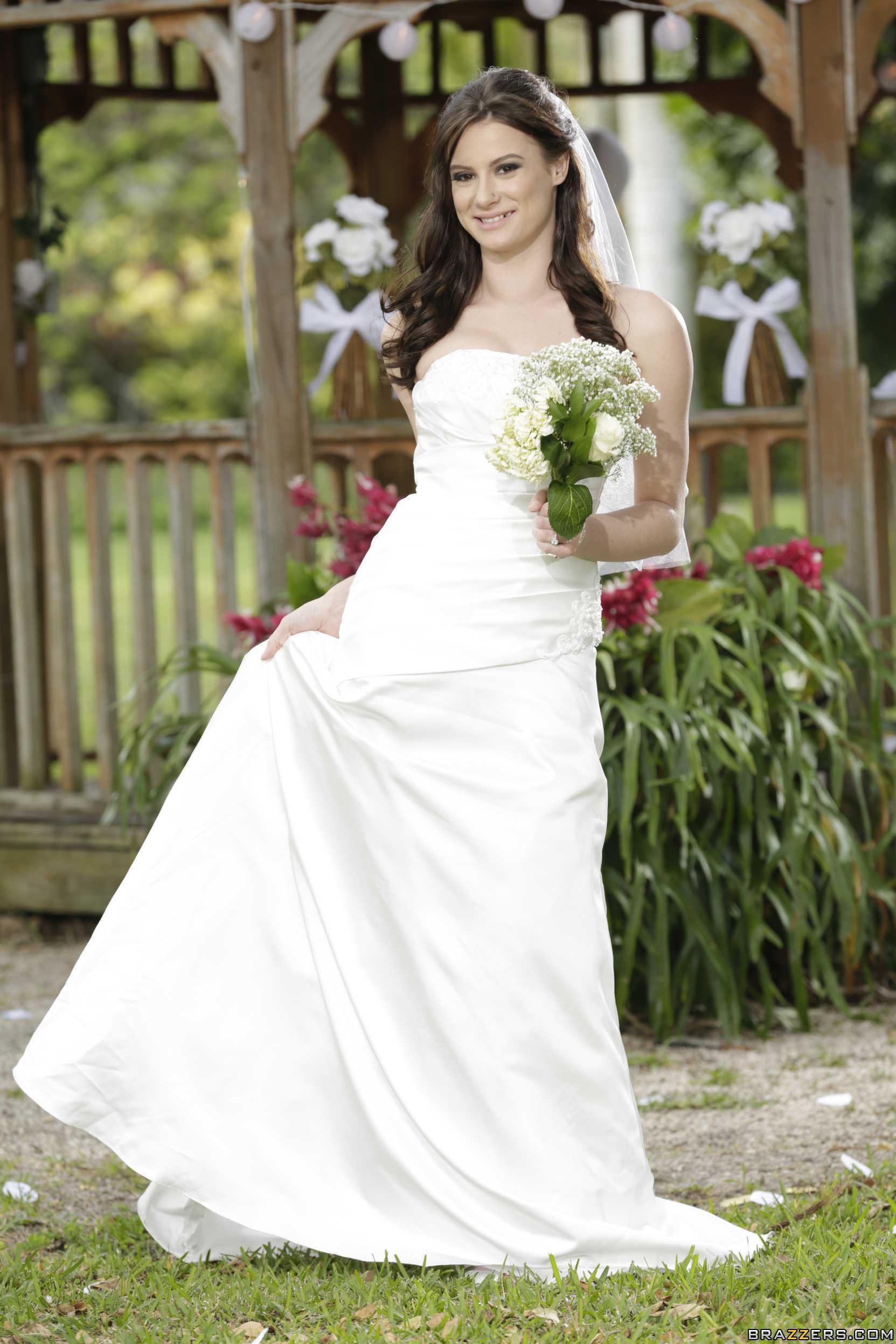 Kymberlee Anne - la novia muestra su conchita