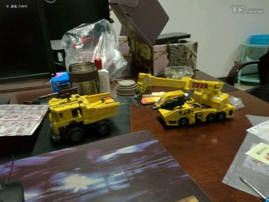 [Toyworld] Produit Tiers - Jouet TW-C Constructor aka Devastator/Dévastateur (Version vert G1 et jaune G2) - Page 8 DuSzEfay