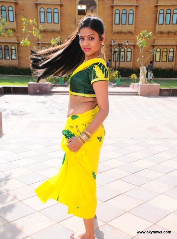 Deepthi Nambiar Latest Hot Navel Show Stills 5 images AddOm9FT