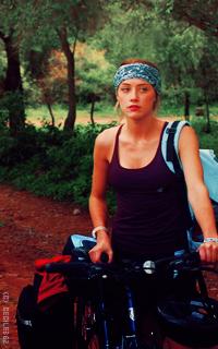 Amber Heard • 200x320 JTJuBBGK