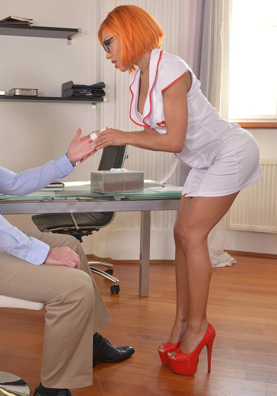 Rose Valerie - penetracion doble en la clinica