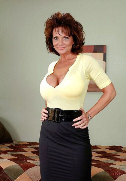 Busty milfs in short skirts Deauxma and Gulliana prepare to fuck № 596801  скачать