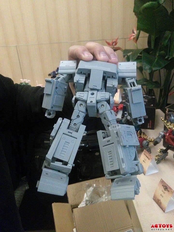 [TFC Toys] Produit Tiers - OS-01 Ironwill (aka Ironhide/Rhino) & OS-03 Medic (aka Ratchet/Mécano) Dv2SuDNz
