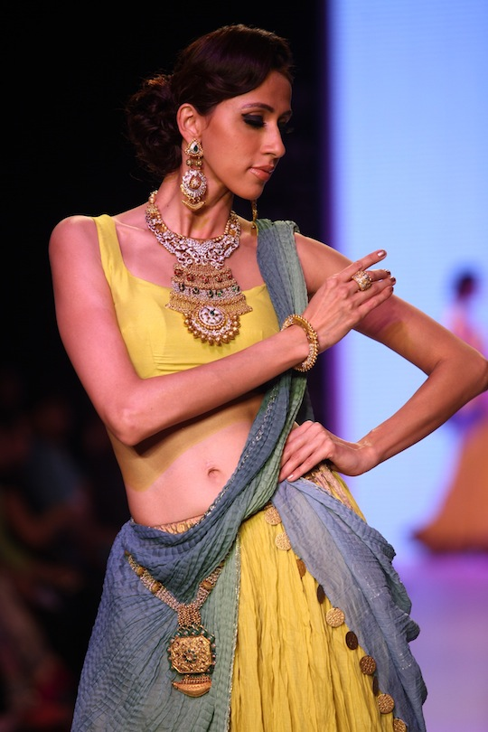Bollywood celebs On the Ramp IIJW 2013 15 images AbbQfVYf