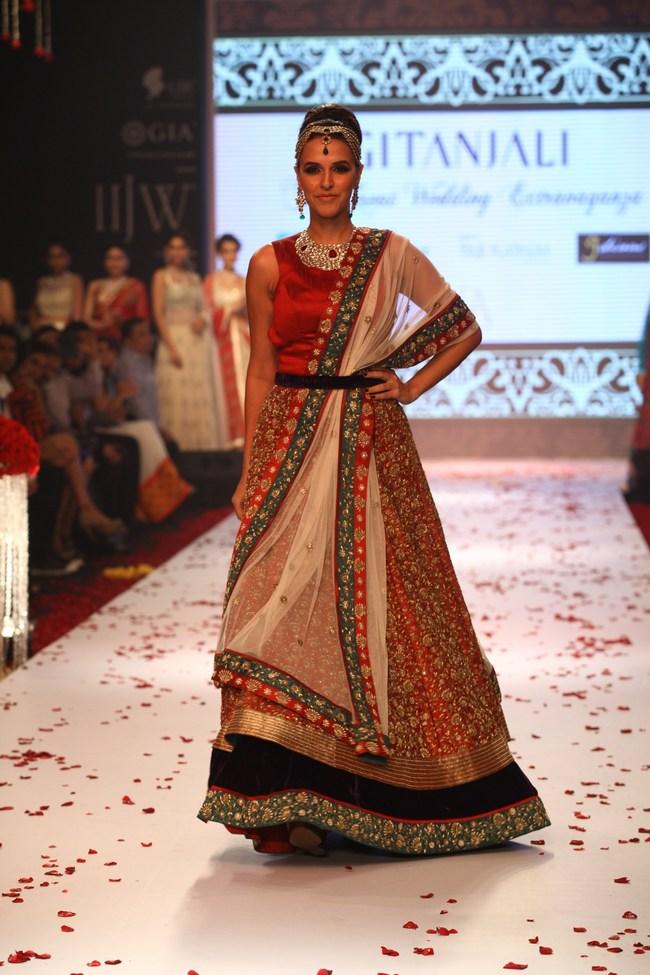 Bollywood celebs On the Ramp IIJW 2013 15 images AbnZeoGA