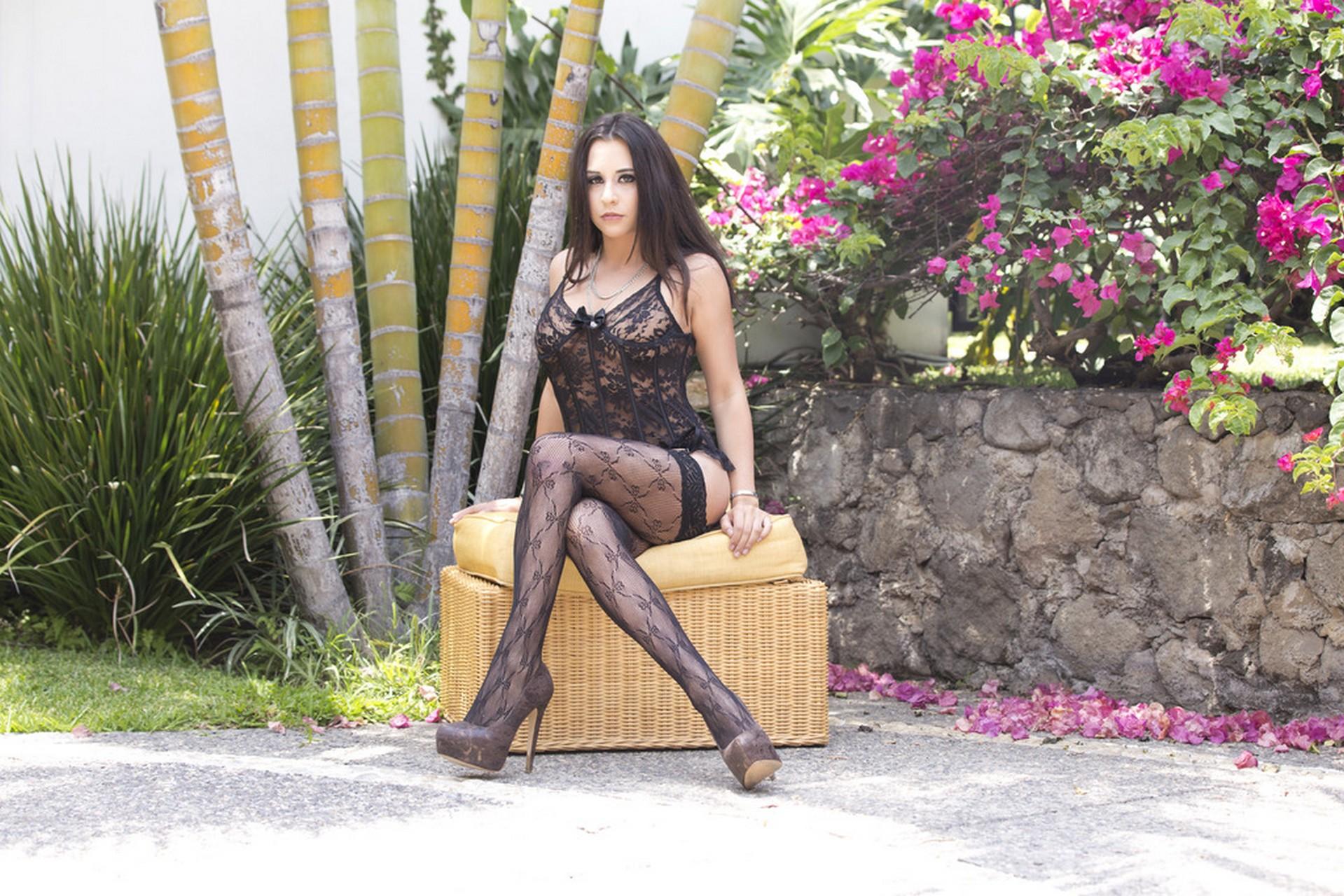 Chanel Lux y Maria Devine - una orgia interracial