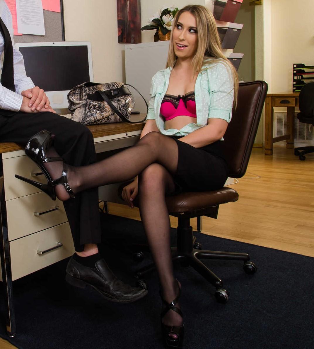 Kimber Lee - chupar y coger en la oficina