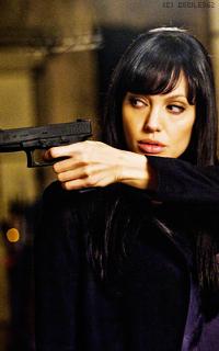 Angelina Jolie - 200*320 E0IEmiFP