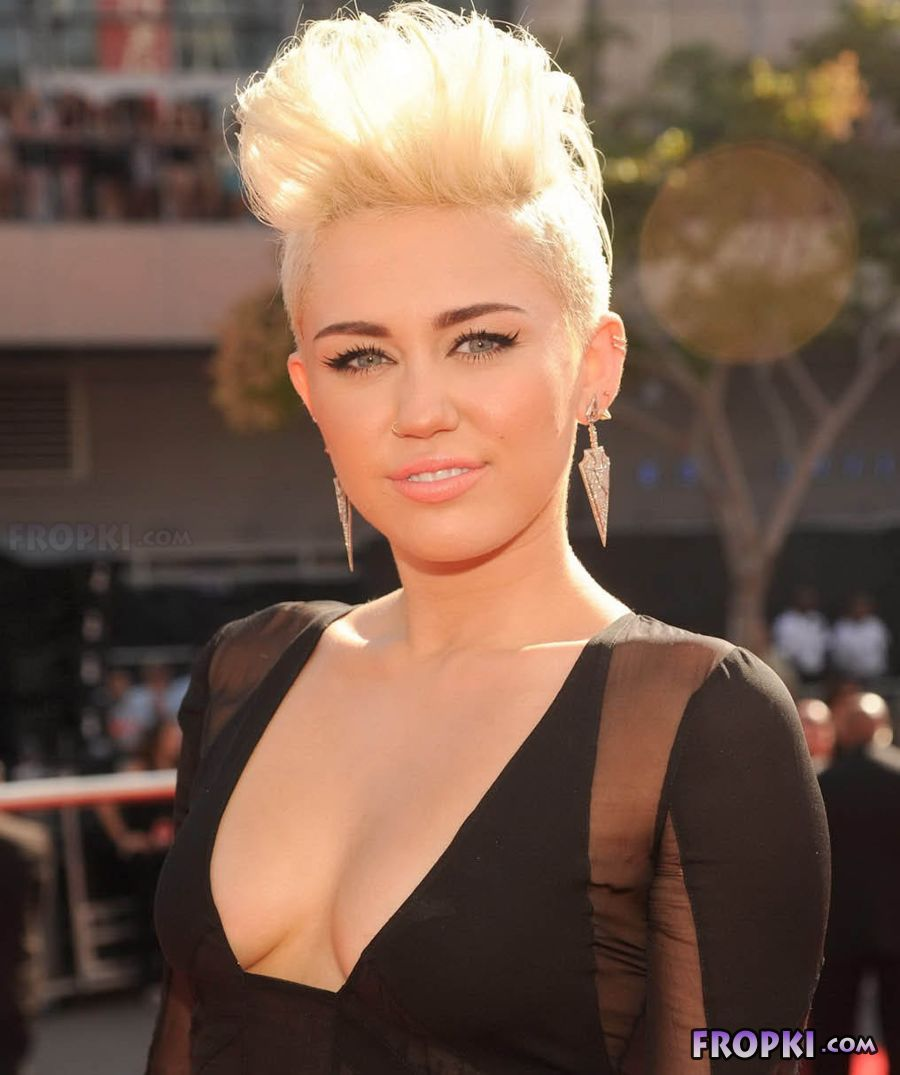 Miley Cyrus shows her naughty side AbejWfRn