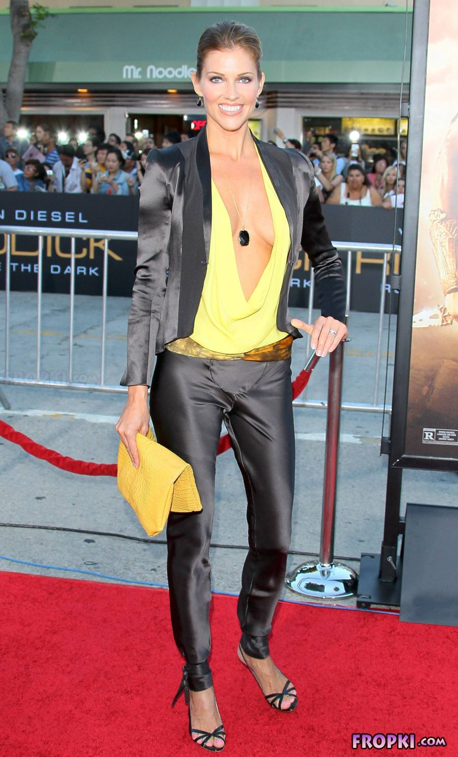 Tricia Helfer - Riddick Premiere in Los Angeles Absl7NhI