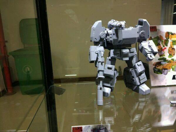 [FansHobby] Produit Tiers - Master Builder MB-07 Gun Buster - aka Roadbuster/Cahot des Wreckers IDW PDNPsiFI