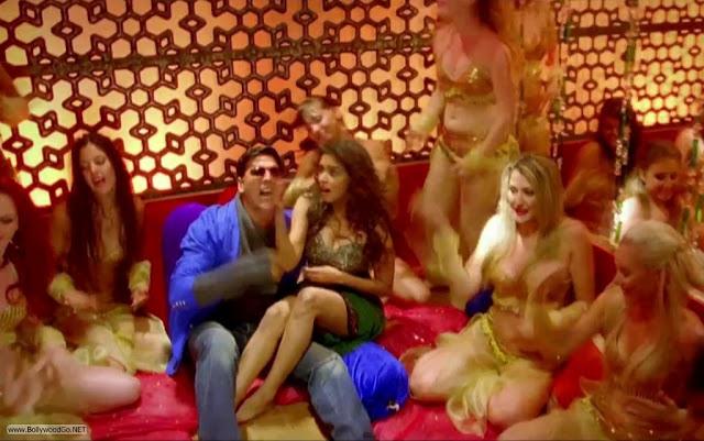 Actress Asin Hot Dance Pics from Khiladi 786 Acoe6GLQ
